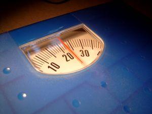 A Luta Contra a Balança: Perdendo Peso com o Divino Personal Trainer – por Karina C. Deana