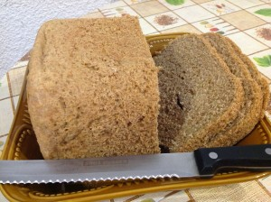 Pão e bolo 100% integrais de máquina
